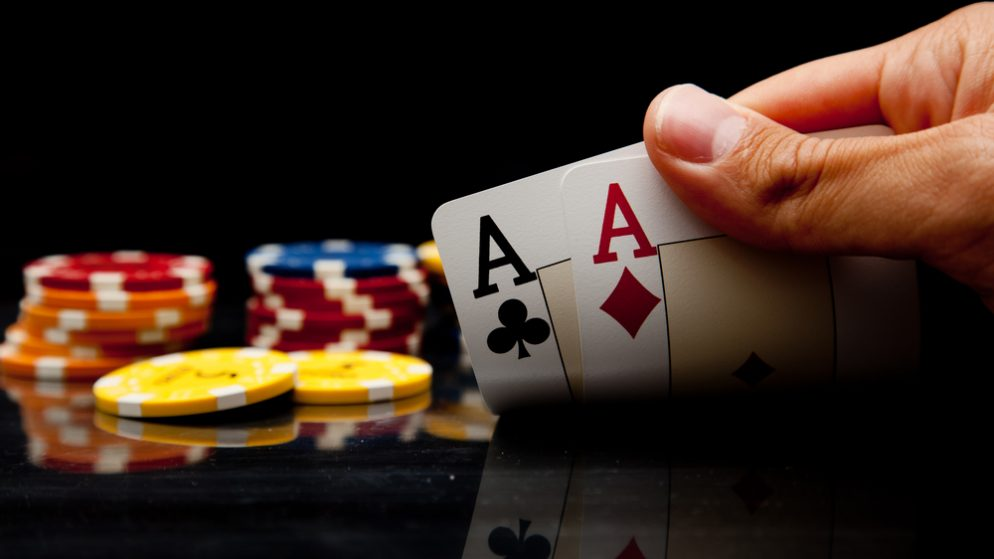 How can online poker help entrepreneurs reach the paradigm of success?