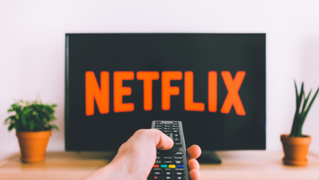 What are the famous gamble-related movies on Netflix?