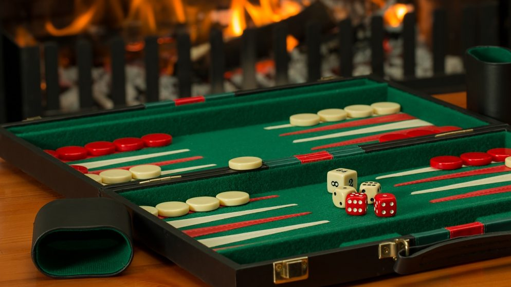What are the things to consider before playing online casino games?