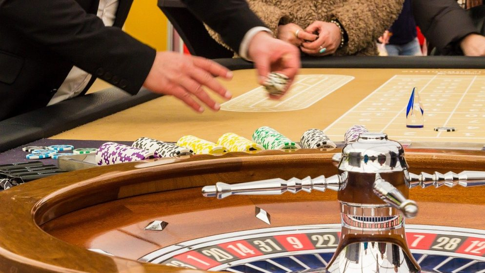 Why is online gambling the most popular hobby around the world?